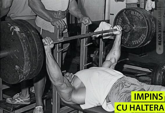 Impinsul cu haltera, unul din exercitiile preferate ale lui Arnold