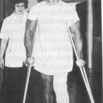 arnold schwarzenegger cu picioarul in ghips spital
