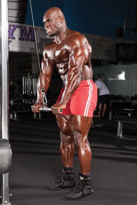 extensii pentru triceps cu priza in pronatie